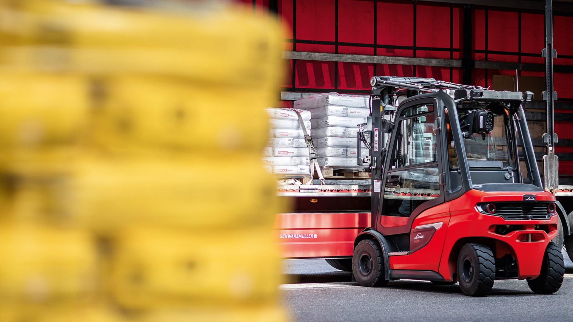 ic_truck-H20_H35-1202-H30-loading-041_16x9w1920